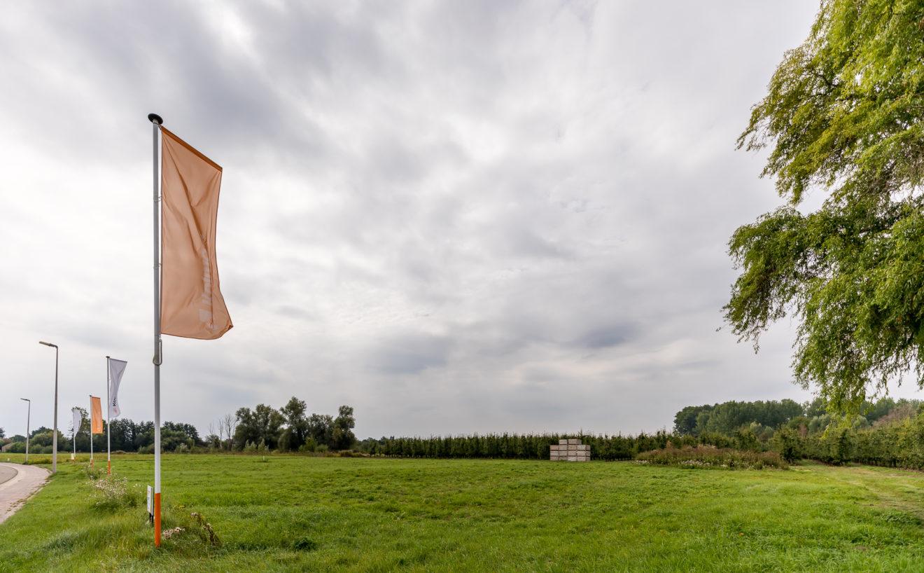 Vlaggen aan bouwgronden